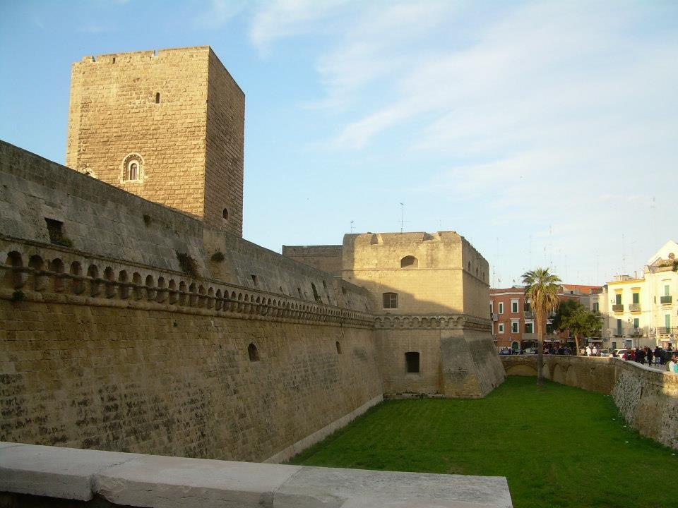 Castello Svevo Bari, Rozkoszuj się życiem wsamym sercu Apulii!