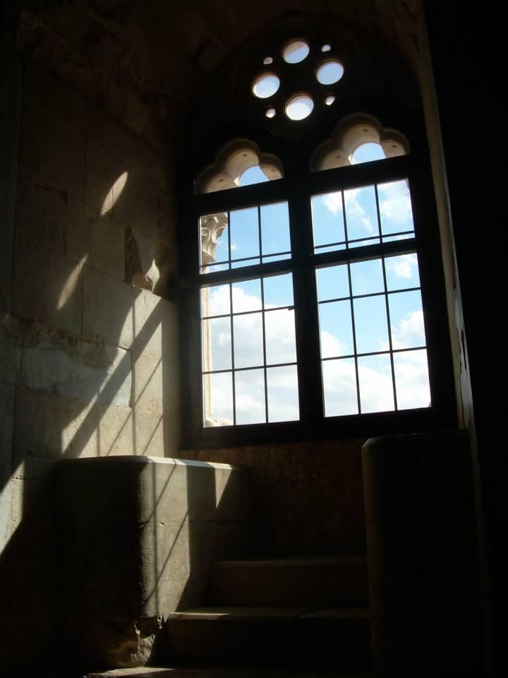 inside Castel del monte, zamek Rozkoszuj się życiem wsamym sercu Apulii!