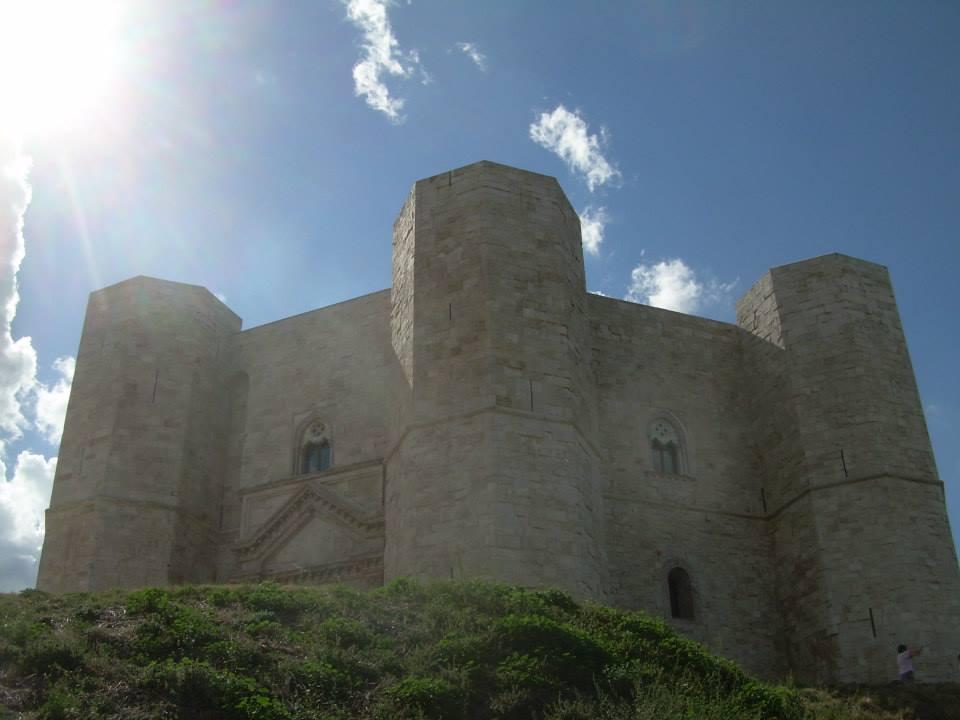 Castel del Monte, zamek, Andria, Apulia, Rozkoszuj się życiem wsamym sercu Apulii!